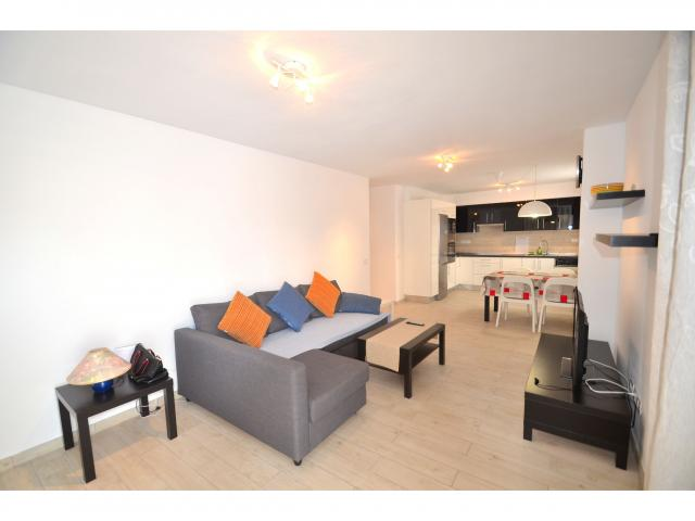 This lovely 2 bedroom apartment is located in the heart of Los Cristianos,close to all amenities,restaurants,shops,supermarkets,health center,children playgrounds,central bus station and about 10 minu